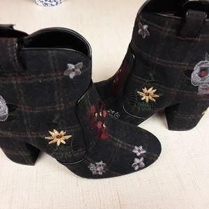Plaid Blue Embroiderd boho Boots 9 Indigo Rd